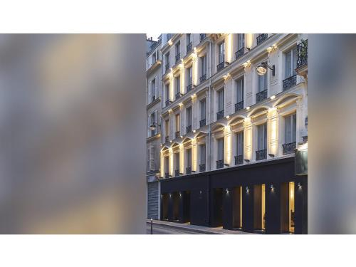 9 Rue Pierre Chausson, 75010 Paris, France.