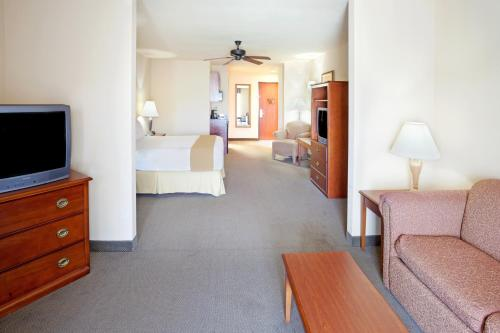 Holiday Inn Express & Suites Kerrville Photo