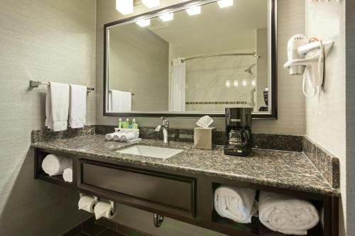 Holiday Inn Express & Suites Rapid City Photo