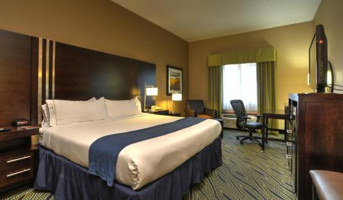 Holiday Inn Express & Suites Midwest City Photo