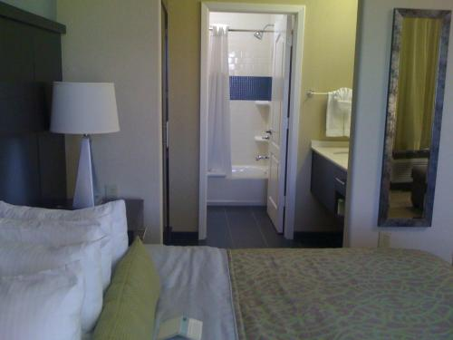 Staybridge Suites Houston Stafford - Sugar Land Photo