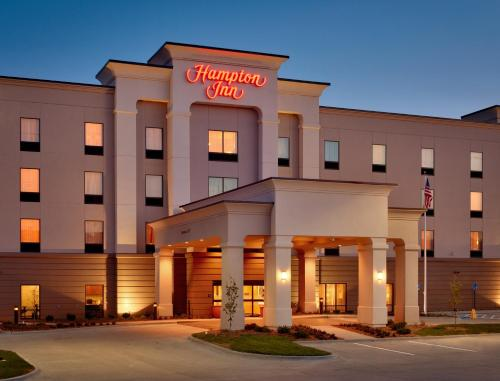 Hampton Inn Omaha/West Dodge Road, Old Mill Photo