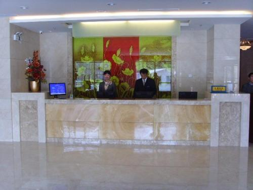 http://www.booking.com/hotel/cn/minhang-airport.html?aid=1728672