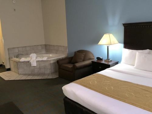 Comfort Suites Tulare Photo