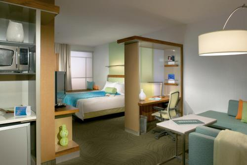 SpringHill Suites Wichita East at Plazzio Photo