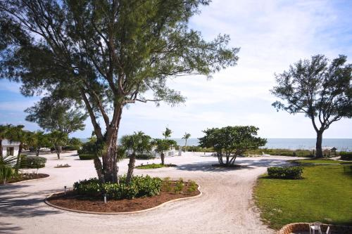 Island Inn - Sanibel, FL 33957