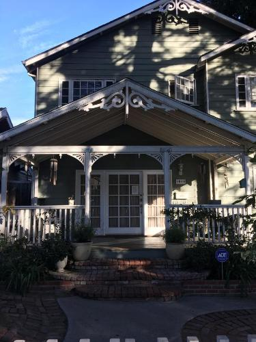 Elaine's Hollywood Bed & Breakfast - Los Angeles, CA 90046
