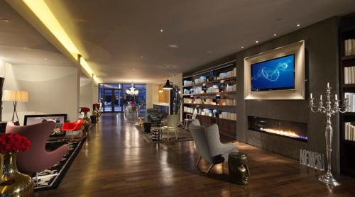 Global Luxury Suites at 95 Wall Photo