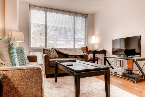 Global Luxury Suites at Bridge Tower Place Photo
