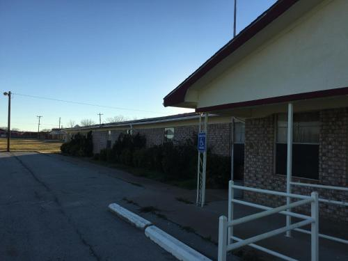 Reddy Inn and Suites - Albany, TX 76430