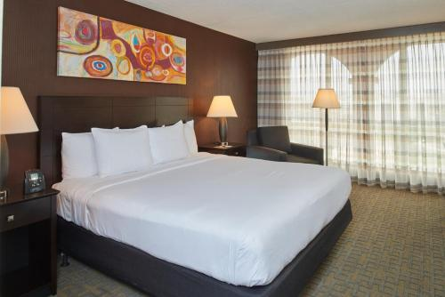 DoubleTree by Hilton Dallas Market Center photo 15