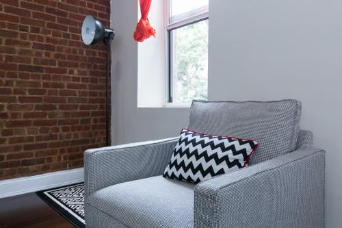Amazing One-Bedroom Loft Near Times Square - new-york - booking - hébergement
