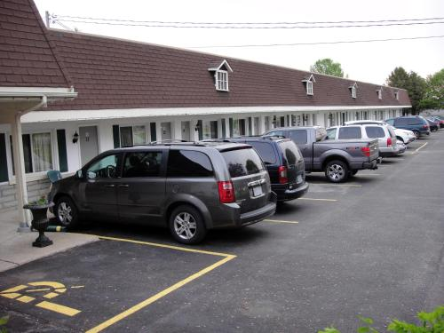 Country Squire Motel Photo