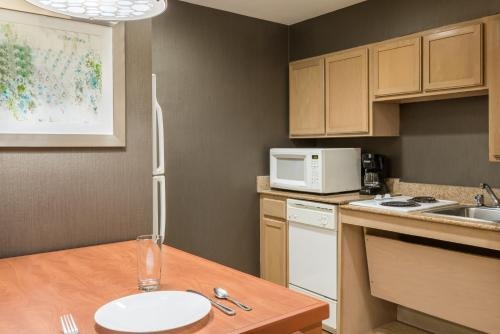 Homewood Suites by Hilton Orlando-Nearest to Universal Studios photo 9