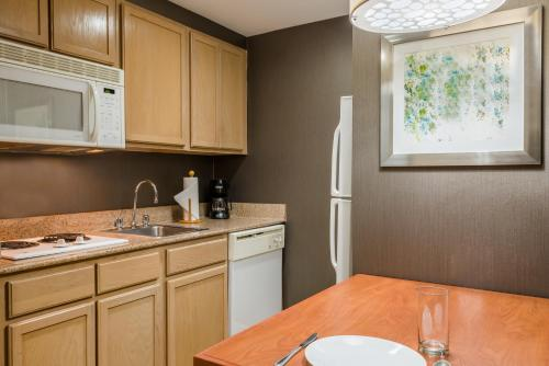 Homewood Suites by Hilton Orlando-Nearest to Universal Studios photo 10