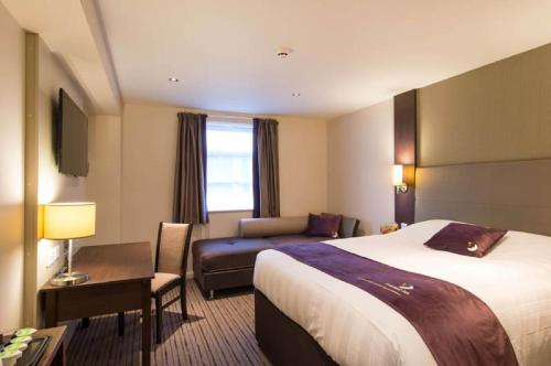 Premier Inn Birmingham Central - Hagley Road photo 19