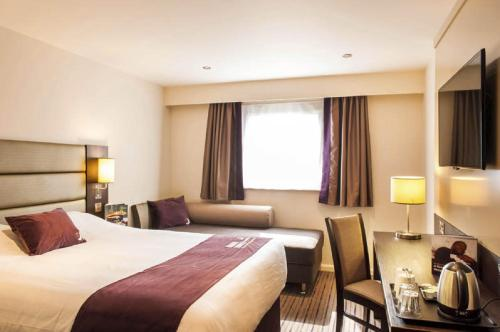 Premier Inn Birmingham Central - Hagley Road photo 23