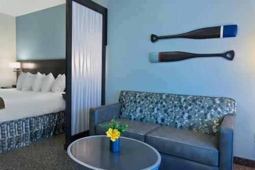 Oxford Suites Bellingham - Bellingham, WA 98226