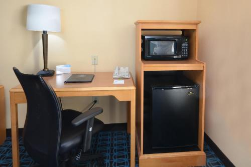 Fairfield Inn & Suites Roanoke North Photo