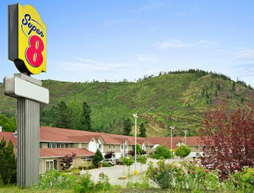 Super 8 West Kelowna Photo