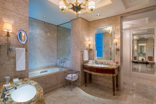 The St. Regis Singapore photo 38