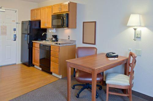 Candlewood Suites Pearland Photo