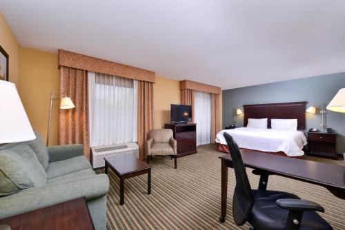 Hampton Inn & Suites Mt. Vernon / Belvoir - Alexandria South Area