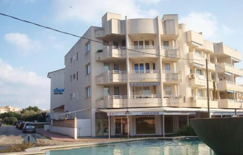 One-Bedroom Apartment with a Fireplace in Cala Rajada - фото