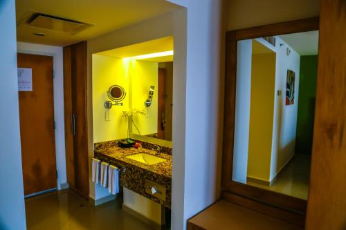 Crowne Plaza Tuxpan Photo