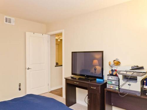 Luxury Apartment Complex Unit - Los Angeles, CA 90036