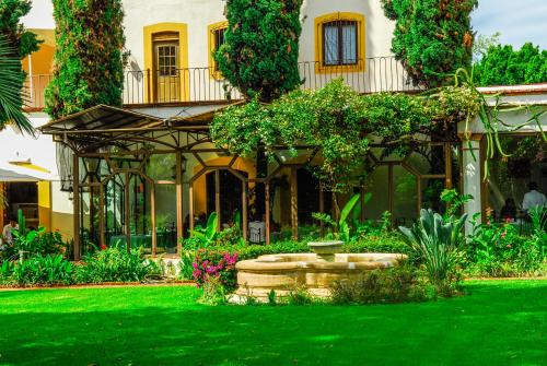 Hotel Hacienda Los Laureles Photo