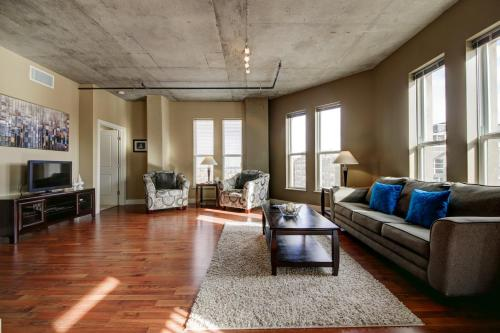 Market Street Apartment by Stay Alfred - Denver, CO 80205