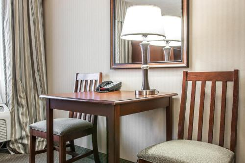 Comfort Inn Traverse City Photo