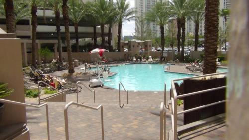 Suites at HGVC on Paradise-Convention Center Photo