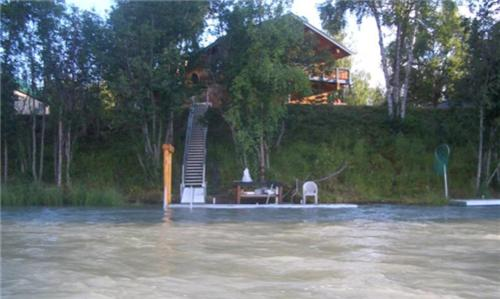 Kenai Riverfront Fishing Lodges