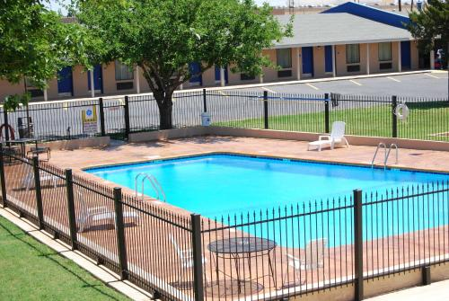 Americas Best Value Inn Lubbock East Photo