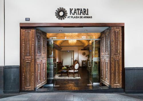 Katari Hotel at Plaza de Armas Photo