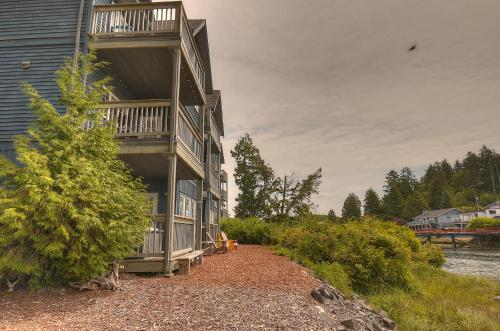 Waters Edge Shoreside Suites Photo