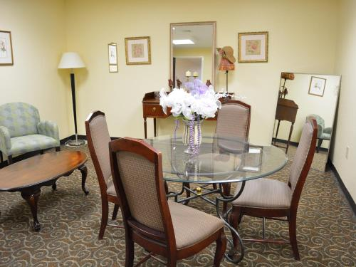 Baymont Inn & Suites East Windsor - East Windsor, CT 06088