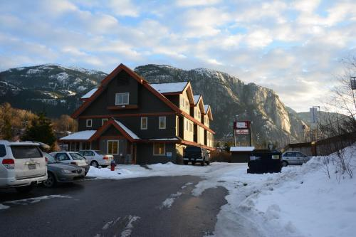 Squamish Adventure Inn Photo