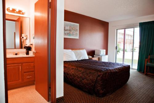 Cedars Inn Enumclaw Photo