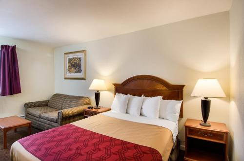 Econo Lodge Inn & Suites Northborough Photo