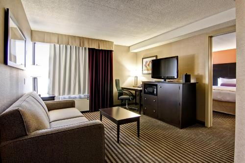 Best Western Plus Toronto North York Hotel & Suites photo 25