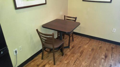 Suburban Extended Stay Hotel Charlotte Photo