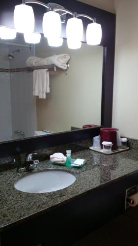 Anchor Inn and Suites Photo
