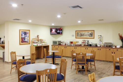 Microtel Inn and Suites Culiacan Photo