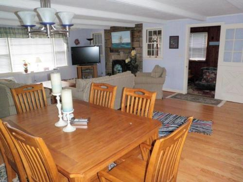 Saybrook Manor Beach House - Old Saybrook, CT 06475