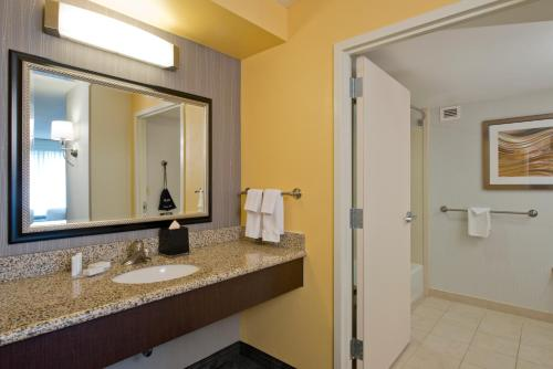 Courtyard By Marriott Jacksonville Flagler Center - Jacksonville, FL 32258