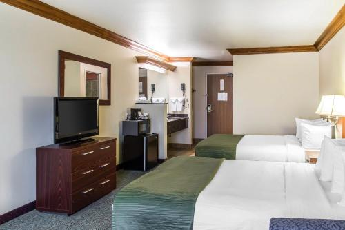 Quality Inn and Suites Denver Airport - Gateway Park Photo
