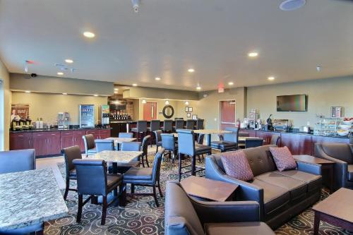 Cobblestone Hotel & Suites - McCook Photo
